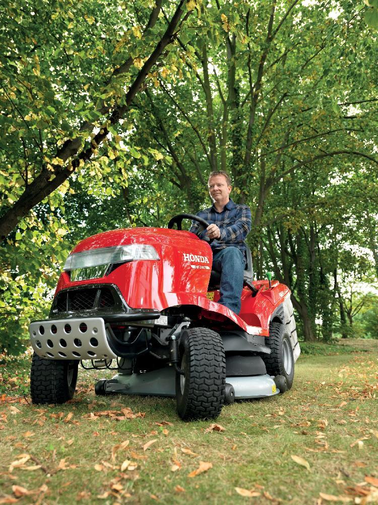 Travní traktory Honda vám celoročně usnadní práci