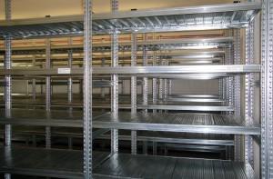 Praktické kovové regály vám poskytnou dostatek úložného prostoru s vysokou variabilitou