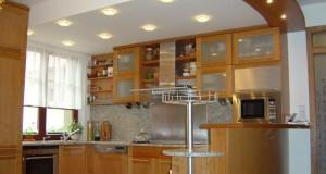 Rustikální nebo moderní? Čím se řídit při zařizování kuchyně