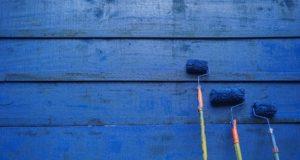 Bílé stěny dávno vyšly z módy: Jaké barvy volit do interiéru?