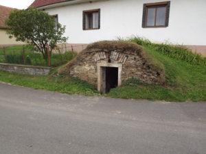 Horní_Slatina,_sklípek